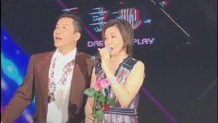 毛宁商演搂关之琳腰不避嫌 女方全程躲避 网友:一脸嫌弃!