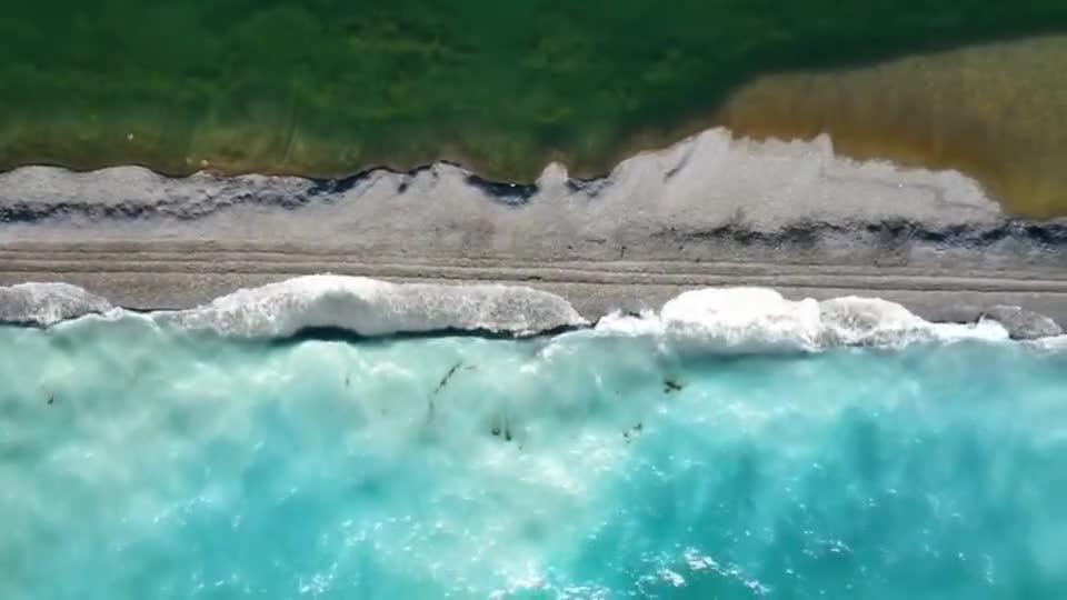 高山湖泊赛里木湖最迷人的地方是他的颜色