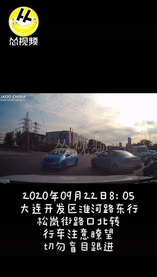 开发区淮河东路,一私家车转弯时险酿惨剧...