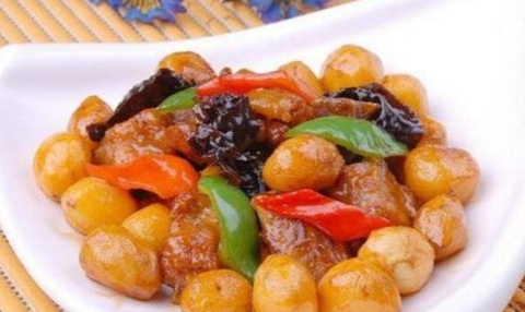 美食:土豆瘦肉煎蛋,豉香土豆小排骨,干锅茶树菇,椒盐土豆