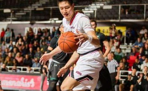 上海男篮签约三位年轻球员,目标锁定赵继伟,想要打造青年王朝