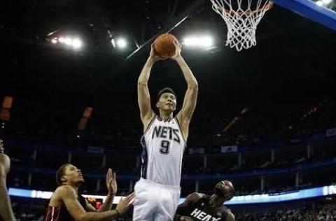 修改年龄已成习惯,张庆鹏小了4岁,易建联更让NBA无法信任?
