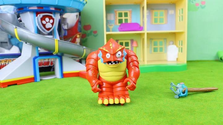 植物大战僵尸:深海巨人僵尸小鬼僵尸回力玩具拆箱