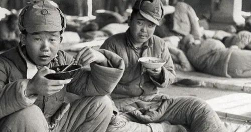 淮海战役中的一次小战役,战士冲进敌人阵地却被合围,结局如何?