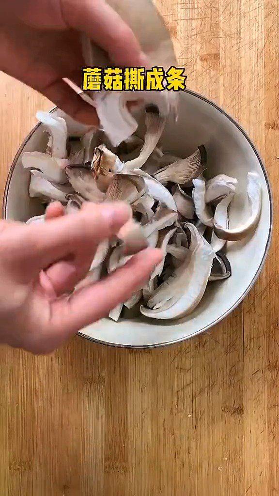孩子特别喜欢吃的椒盐蘑菇,自己在家也能做,再也不用去饭店了