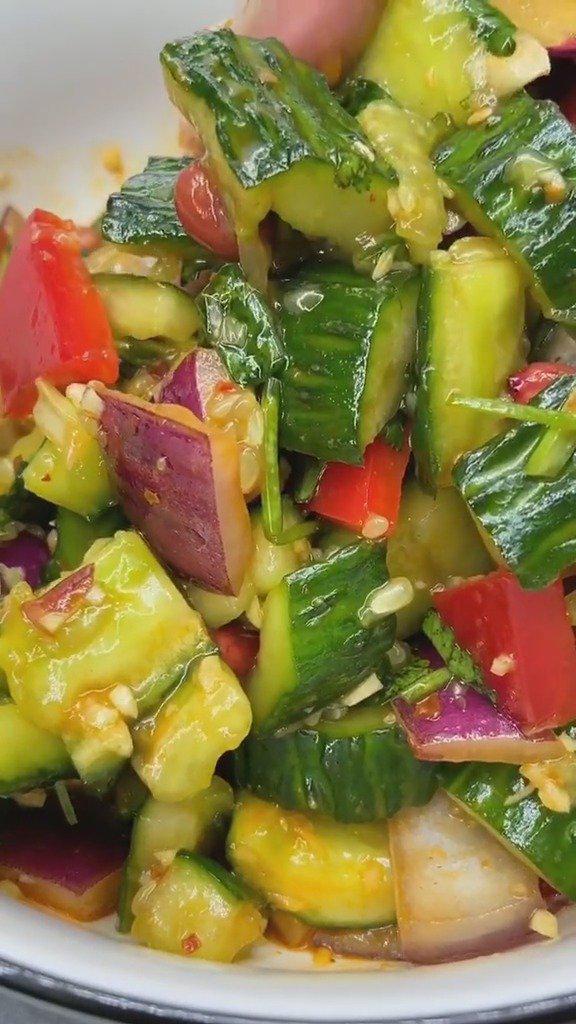 必备的一道开胃小凉菜,凉拌拍黄瓜,回家露一手做出饭店水准
