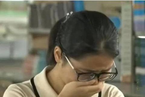 从留守女孩到考入北大,钟芳蓉入学前落泪,只因谈到了父母