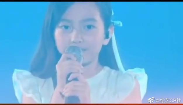 当年客串BIGBANG演唱会《BLUE》开场小女孩葛素媛长大了!