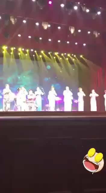 网传齐齐哈尔市音乐联合会主席,上台滥竽充数,葫芦丝拿倒了……