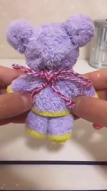 用毛巾可以叠出一只可爱小熊