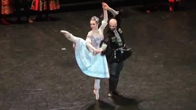 巴黎歌剧院芭蕾舞团 La Source片段 Eve Grinsztajn……