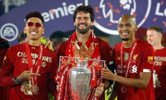 在本赛季的英超联赛还未开始时,有两支公认的夺冠大热门