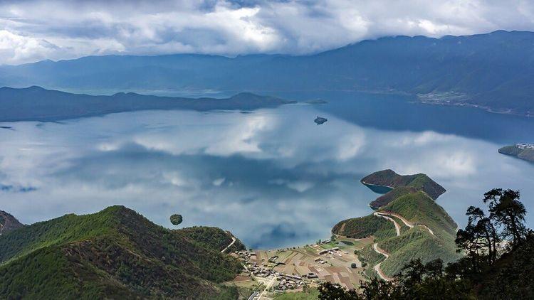 私藏在云南海拔最高的湖泊,群山环绕、美妙绝伦