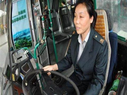 为什么公交司机从不系安全带, 却不被罚款?看完涨知识了