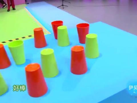 赵丽颖和吴昕玩游戏,两个都是人美心善,不忍心破坏对方的努力