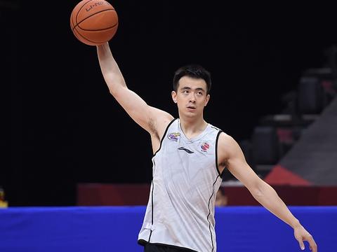 CBA重磅消息! 上海男篮引援终极目标确认, 提前几年锁定赵