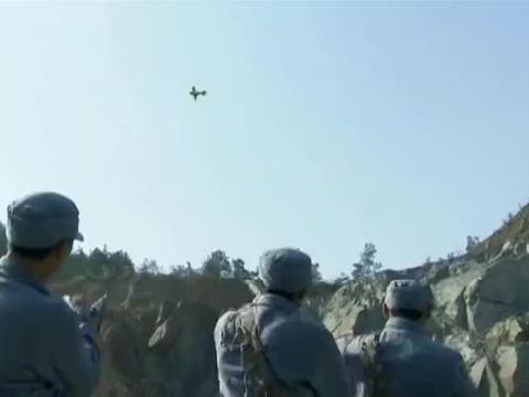 新兵第一天报到,不料半路遇到鬼子侦察机,抬手一枪打落侦察机!
