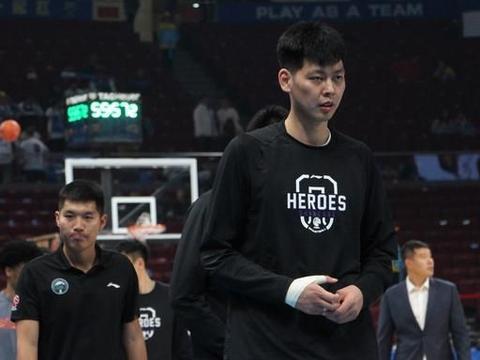 朱荣振罕见秀扣篮,却遭辽篮球迷质疑太软,杨鸣能让他硬起来吗?
