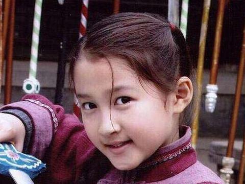 同样是女明星童年照,躲过了迪丽热巴和关晓彤,却被周冬雨打败了