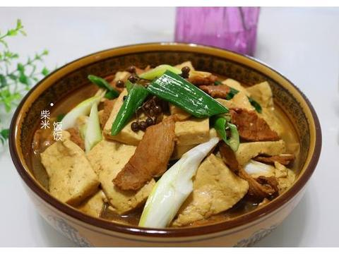 三种常见食材,简单炖一锅,鲜香滋润,一年四季吃不腻