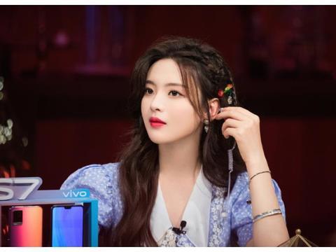 22岁杨超越美在哪儿?当她出现在粉丝镜头里,生图颜值一目了然