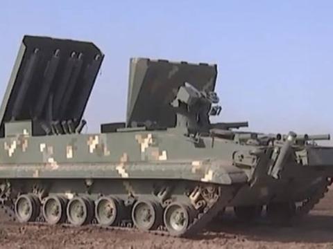"""俄军新式武器亮相""""高加索2020""""演习,装有很多管状物体,看不懂"""
