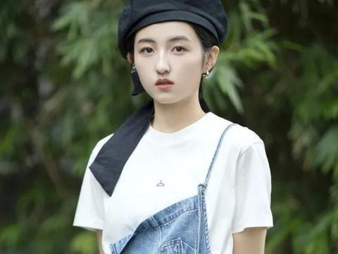 张子枫毕业后开始化妆了!底子好随便化两下就像瓷娃娃,太精致了