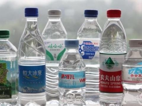 """中国最""""失败""""的瓶装水,狂砸60亿广告费,巨亏40亿黯然离场"""
