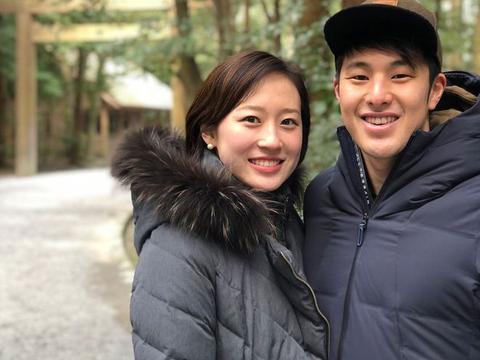 日本泳坛一哥出轨,带情人去300元旅馆开房,华裔妻子选择原谅他
