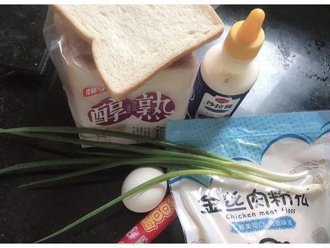 """葱香浓郁的""""肉松面包卷""""怎么吃都不腻,懒人早餐必备超简单"""