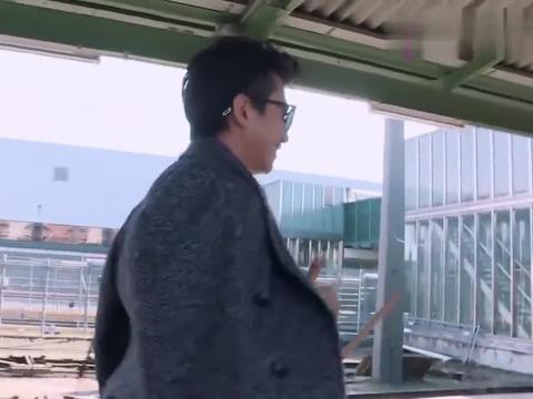 这搭讪方式老套了,邓超宋祖儿第一次邂逅,超哥带个墨镜都害羞