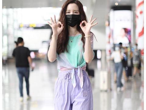 张萌街拍:扎染T恤Alexander Wang运动裤LV厚底凉鞋