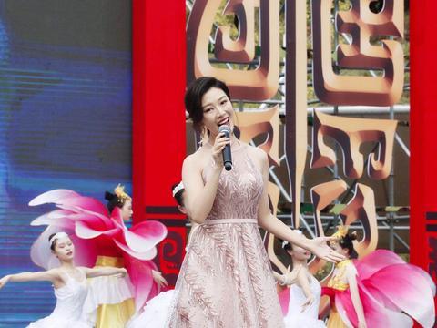 常思思受邀出席中国农民丰收节活动 完美花腔高音致敬劳动者