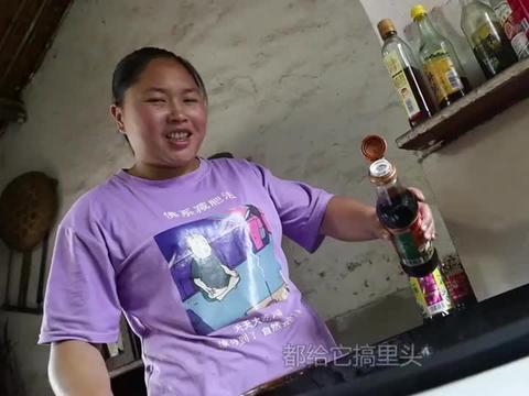 胖妹用2斤尖椒1斤肉烹饪小炒肉,看起来就很辣,吃得真过瘾啊