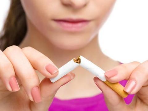 在妻子妊娠期间,不要在妻子面前吸烟,主动承担需要力气的工作