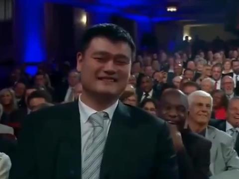 """奥尼尔被姚明""""骗""""了3年,以为他不会讲英文,姚明在台下笑了"""
