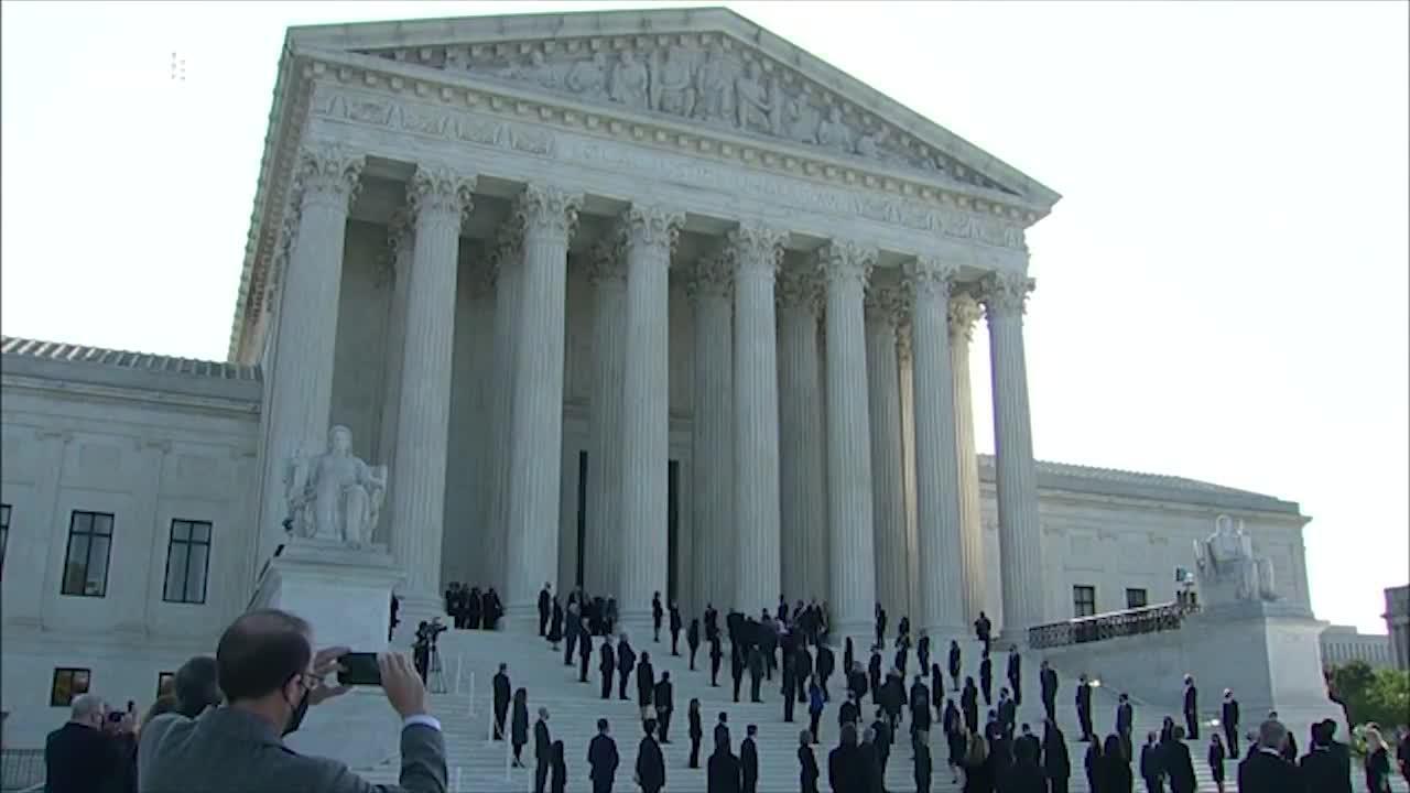 """金斯伯格""""魂归""""最高法院,克林顿夫妇吊唁"""
