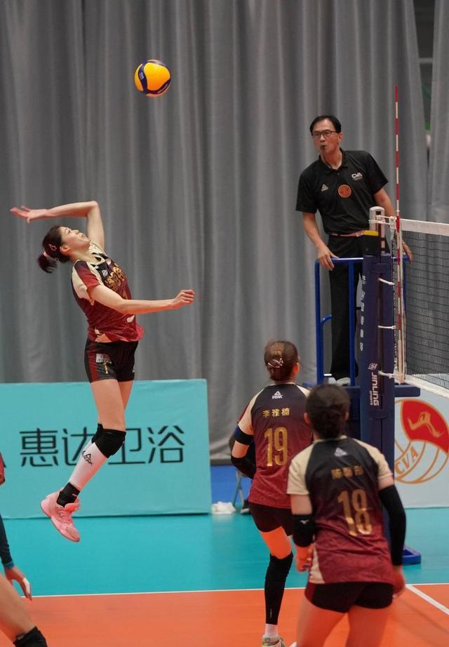 进步神速!20岁女排小天才,3年前超越朱婷纪录,今成天津队长