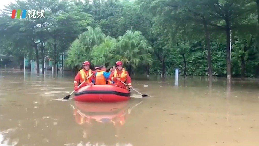 暴雨!宝安西乡鹤洲桥底积水6人被困 深圳消防迅速救援