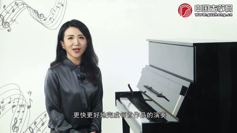 老师针对《关山月》进行了音乐基础知识的讲解……