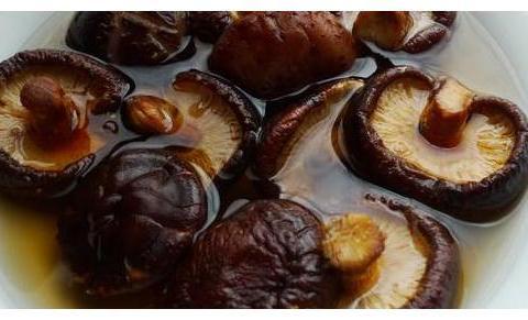 香菇板栗烧五花肉,做法简单,营养美味