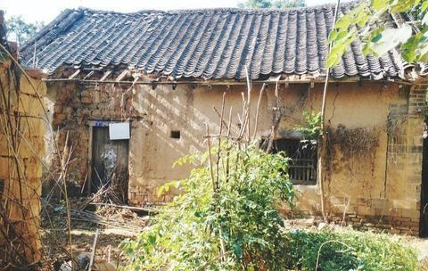 农民花几十万建房屋却不住,10年后会不会一文不值,对此你咋看