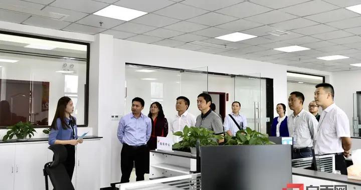 贡井区融媒体中心接受全省县级融媒体中心验收