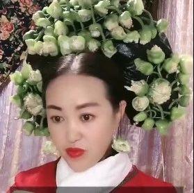 辽宁女子用食材做千件古装头饰,件件不重样看呆网友