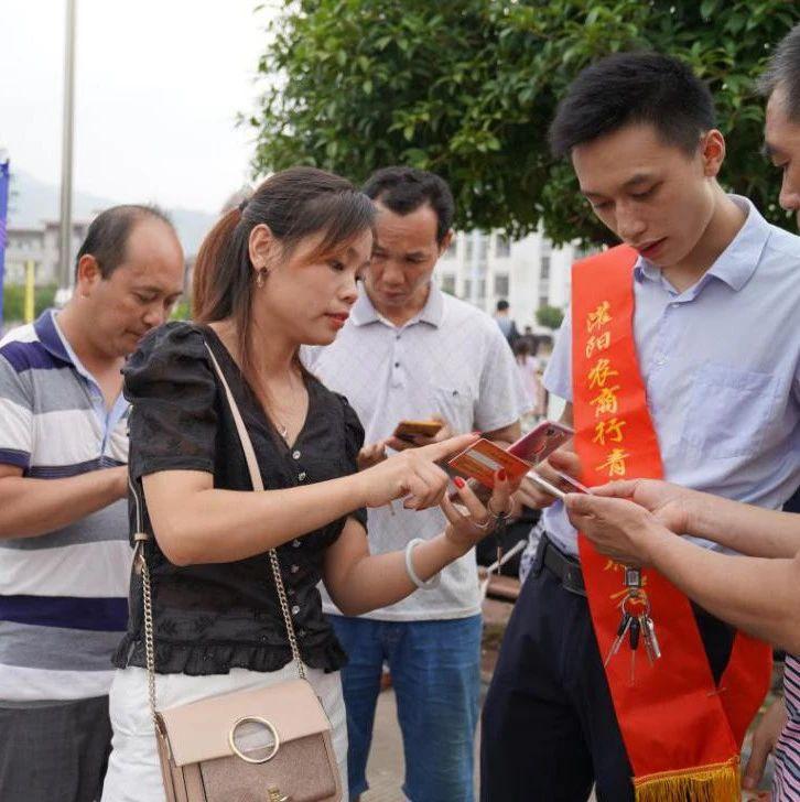 广西灌阳农商银行党建带团建 推广校园智能金融服务