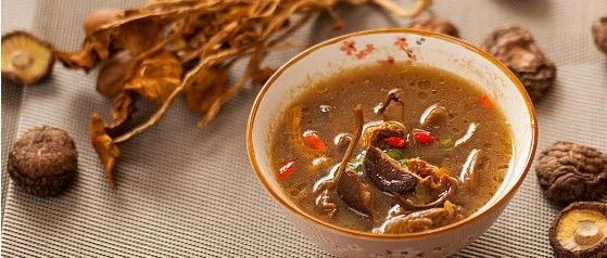 通便、降血脂,来个红萝卜蘑菇汤!