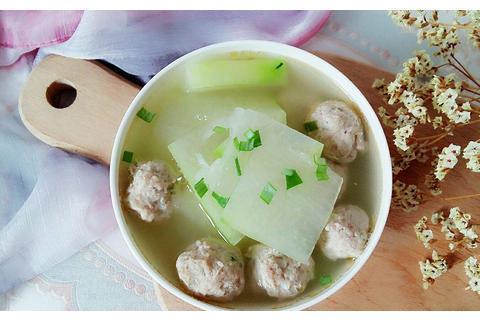 天凉了,给家人做一份冬瓜粉丝丸子汤,营养解馋,香气浓郁超美味