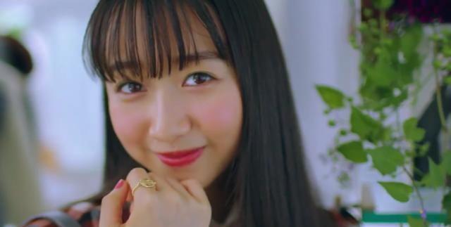 木村拓哉19岁长女心美登杂志,演奏自作曲展才华,摆拍功力显青涩