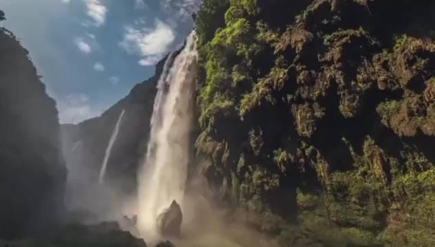 """黔西南兴义这里有着""""百里峡谷瀑布群""""的美称……"""