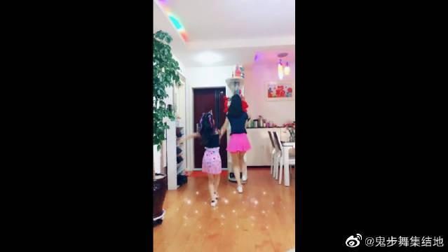 这个舞蹈很适合亲子跳啊!放暑假了跟孩子一起跳吧!